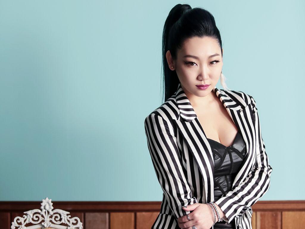 Penyanyi K-Pop eSNa Ungkap Kekejaman Manajemen, Pedih!