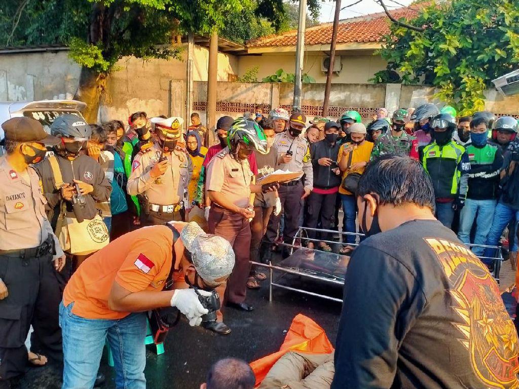 Driver Ojol Tewas Tertimpa Pohon Tumbang di Pos Pengumben Jakbar