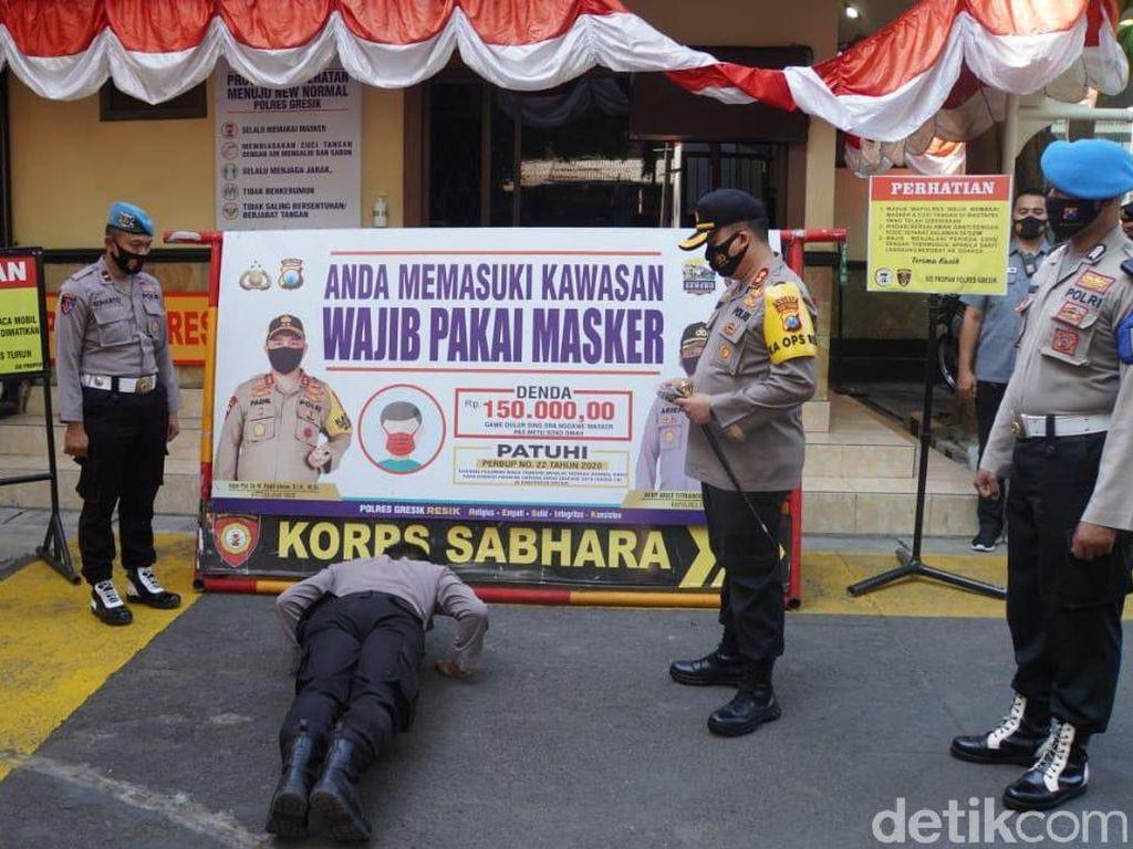 Polisi Gresik Dihukum Saat Kepergok Tak Pakai Masker