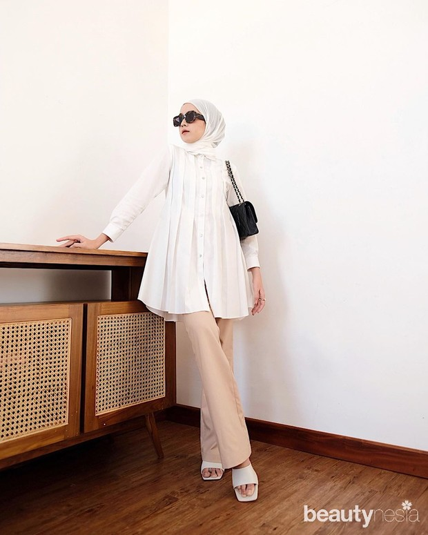 Koleksi fashion mix and match atasan putih ala Amelia Elle yang bisa dicoba untuk sehari-hari.
