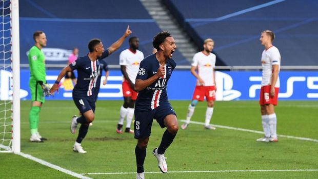LISBON, PORTUGAL - AUGUST 18: Marquinhos of Paris Saint-Germain celebrates after scoring his team's first goal during the UEFA Champions League Semi Final match between RB Leipzig and Paris Saint-Germain F.C at Estadio do Sport Lisboa e Benfica on August 18, 2020 in Lisbon, Portugal. (Photo by David Ramos/Getty Images)