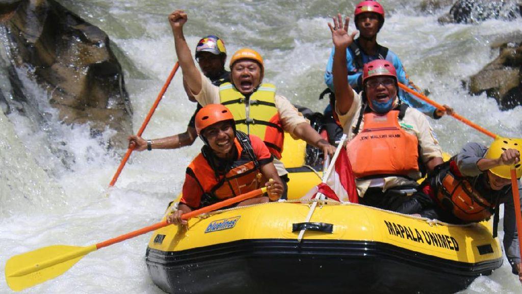 Foto: Menguji Nyali, Arung Jeram di Sungai Buaya