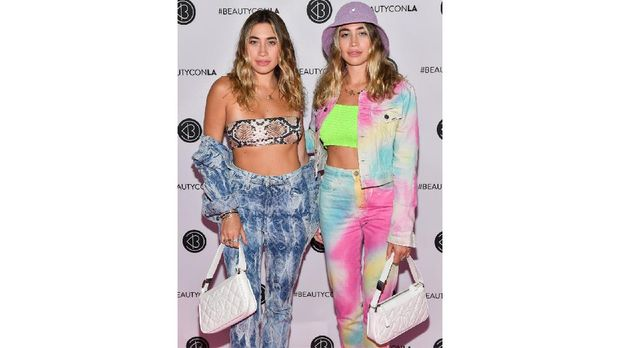 LOS ANGELES, CALIFORNIA - AUGUST 11: The Kaplan Twins attends the Beautycon Los Angeles 2019 Pink Carpet at Los Angeles Convention Center on August 10, 2019 in Los Angeles, California.   Matt Winkelmeyer/Getty Images/AFP
