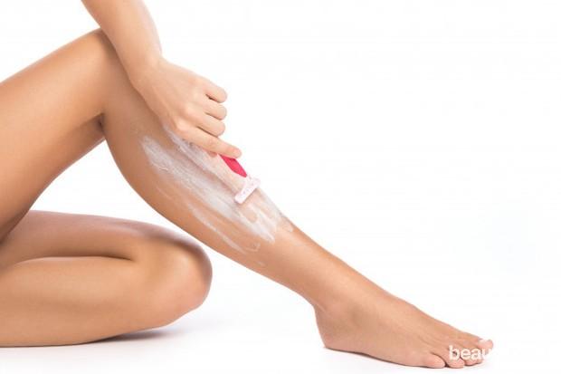 Cari body lotion yang terbuat dari minyak.