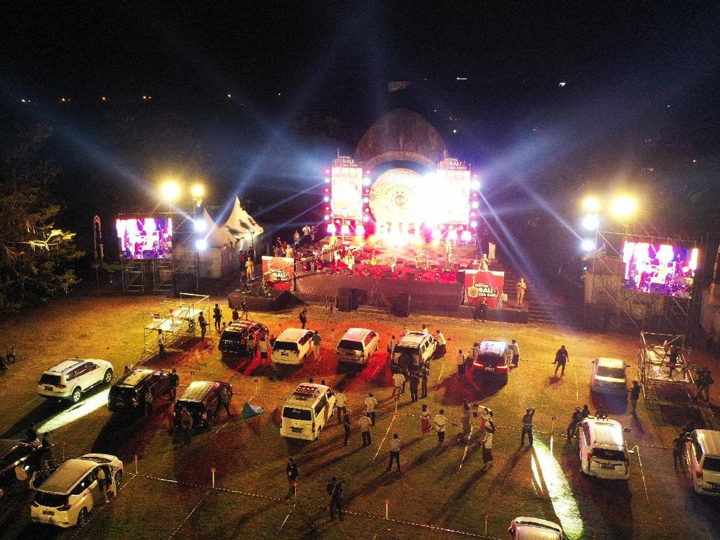 Bali Jajal Konser dengan Penonton dari Mobil
