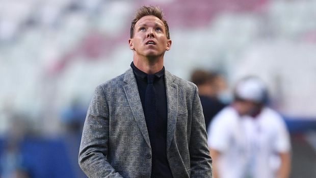 LISBON, PORTUGAL - AUGUST 18: Julian Nagelsmann, Head Coach of RB Leipzig looks on prior to the UEFA Champions League Semi Final match between RB Leipzig and Paris Saint-Germain F.C at Estadio do Sport Lisboa e Benfica on August 18, 2020 in Lisbon, Portugal. (Photo by David Ramos/Getty Images)