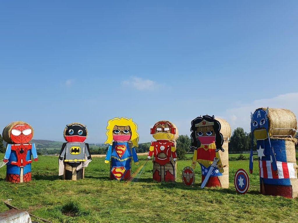 Kota Ini Lawan Corona dengan Patung Superhero Raksasa dari Jerami
