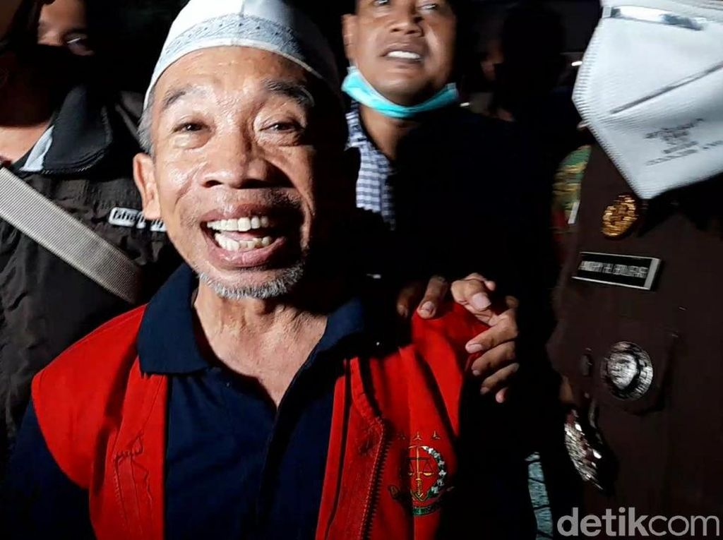 Nurul Qomar Tebar Senyum Saat Dijebloskan ke Penjara: Saya Senang Hati!