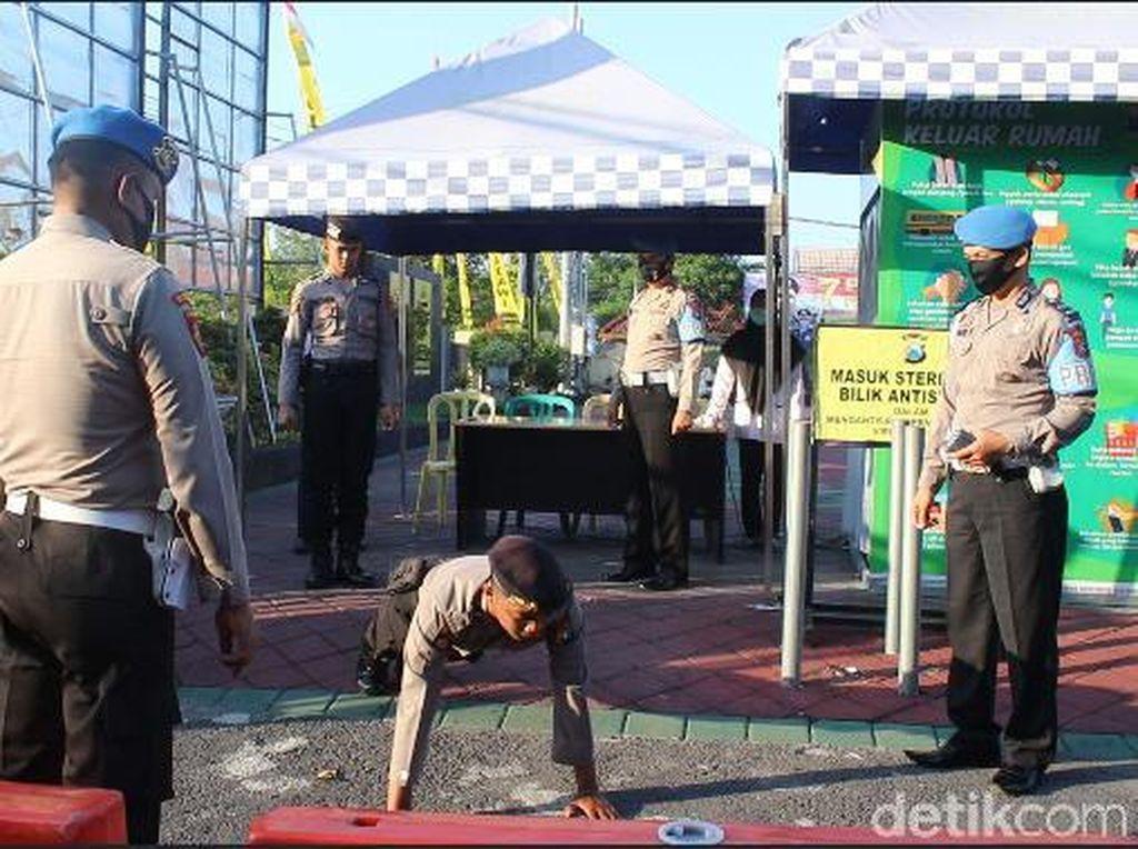 Alasan Gerah Pakai Masker, Polisi Ngawi Dihukum Push Up
