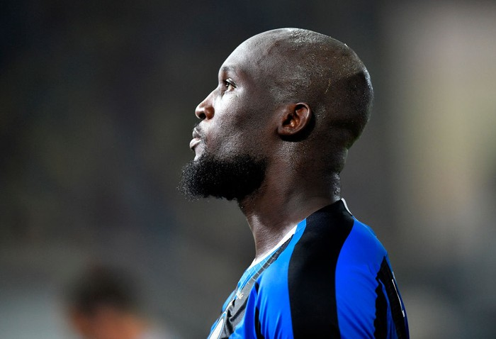 DUESSELDORF, GERMANY - AUGUST 10: Romelu Lukaku of Inter Milan looks on during the UEFA Europa League Quarter Final between FC Internazionale and Bayer 04 Leverkusen at Merkur Spiel-Arena on August 10, 2020 in Duesseldorf, Germany. (Photo by Martin Meissner/Pool via Getty Images)