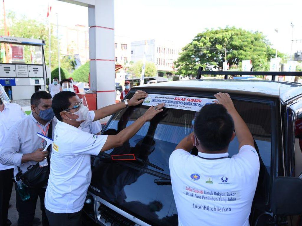 Disentil DPR Aceh, Stiker Sindiran Minum BBM Subsidi Dicabut