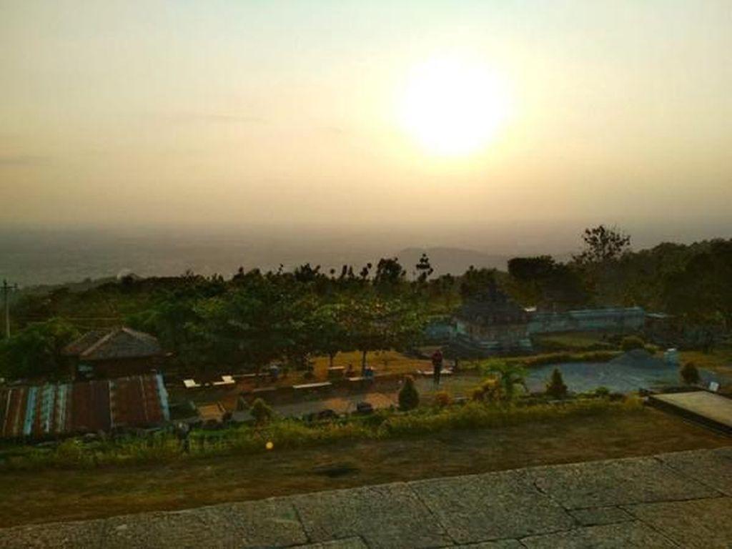 Candi Ijo Spot Sunset Terbaik Jogja