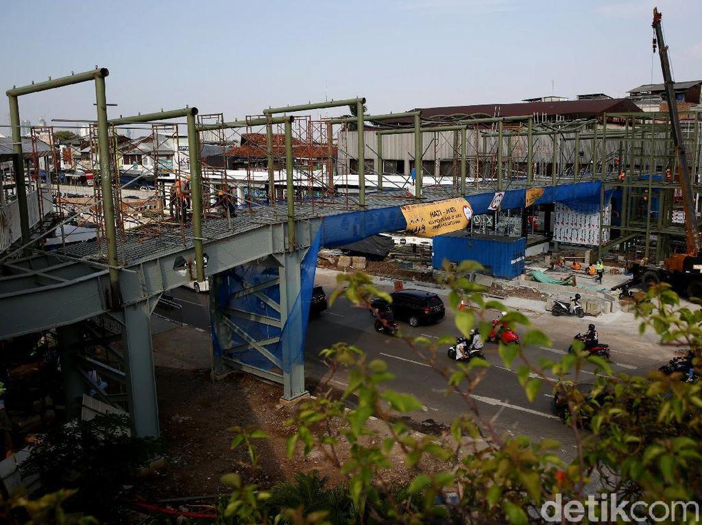 Tampang Halte TransJakarta Pasar Senen Mulai Terlihat