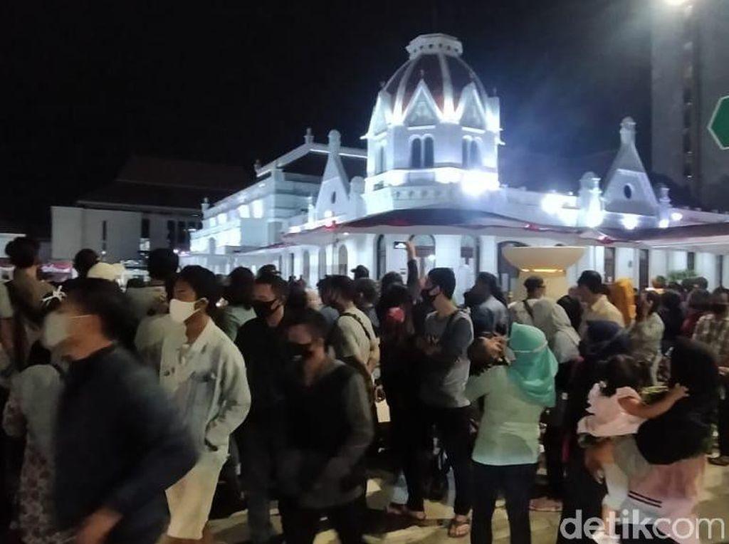 Surabaya Zona Merah Lagi, Namun Warga Berkerumun di Acara yang Digelar Pemkot