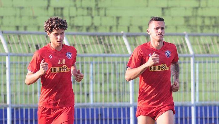 Hugo Guilherme Corre Grillo dan Pedro Henrique Bartoli berlatih di Arema FC.