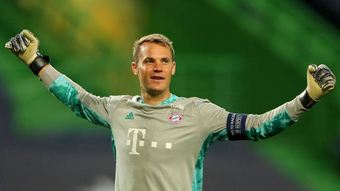 LISBON, PORTUGAL - AUGUST 19: Manuel Neuer of Bayern Munich celebrates after his teammate Robert Lewandowski of Bayern Munich (not pictured) scored their teams third goal during the UEFA Champions League Semi Final match between Olympique Lyonnais and Bayern Munich at Estadio Jose Alvalade on August 19, 2020 in Lisbon, Portugal. (Photo by Miguel A. Lopes/Pool via Getty Images)