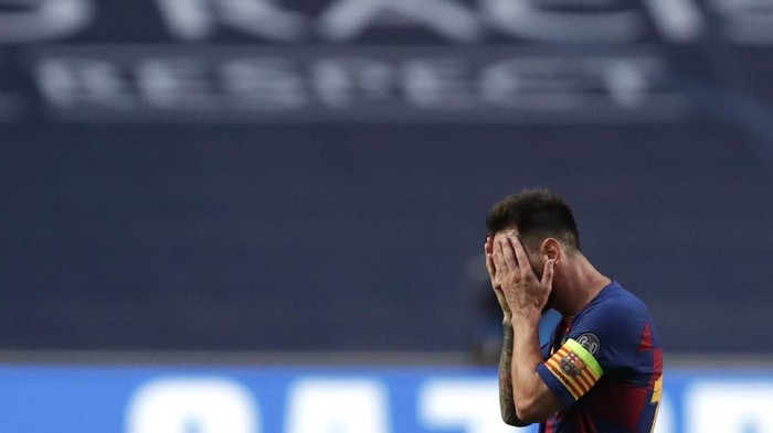 Barcelonas Argentinian forward Lionel Messi reacts after Bayern Munichs third goal during the UEFA Champions League quarter-final football match between Barcelona and Bayern Munich at the Luz stadium in Lisbon on August 14, 2020. (Photo by Manu Fernandez / POOL / AFP)