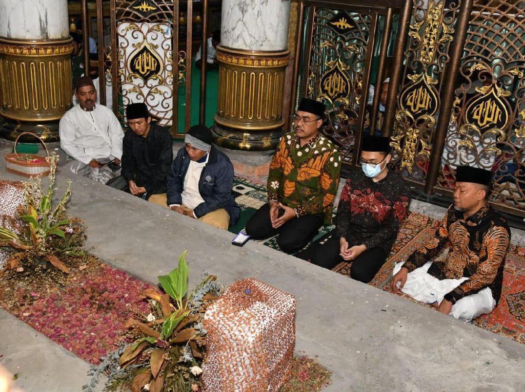 1 Muharam, Wakil Ketua MPR Cari Barokah ke Makam Para Ulama Madura