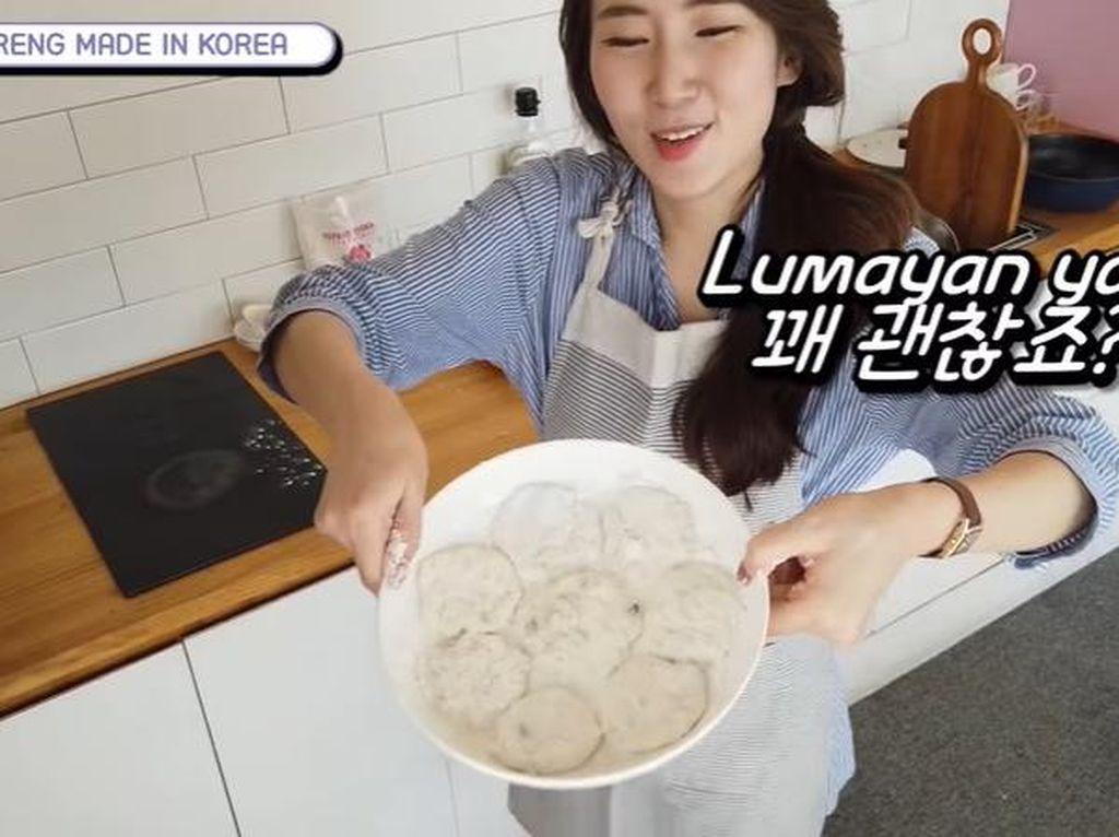 Jago! Orang Korea Ini Bisa Bikin Cireng, Lengkap dengan Saus Cocolan