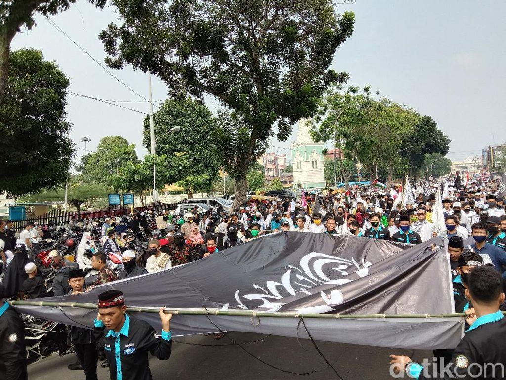 Warga Tumpah Ruah, Peringatan 1 Muharam di Medan Diwarnai Parade Berkuda