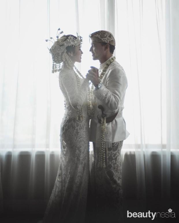 Raisa menikah dengan tema pengantin Sunda