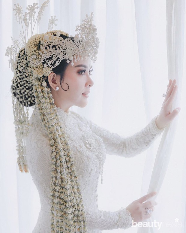 Syahrini menikah dengan menggunakan Adat Sunda