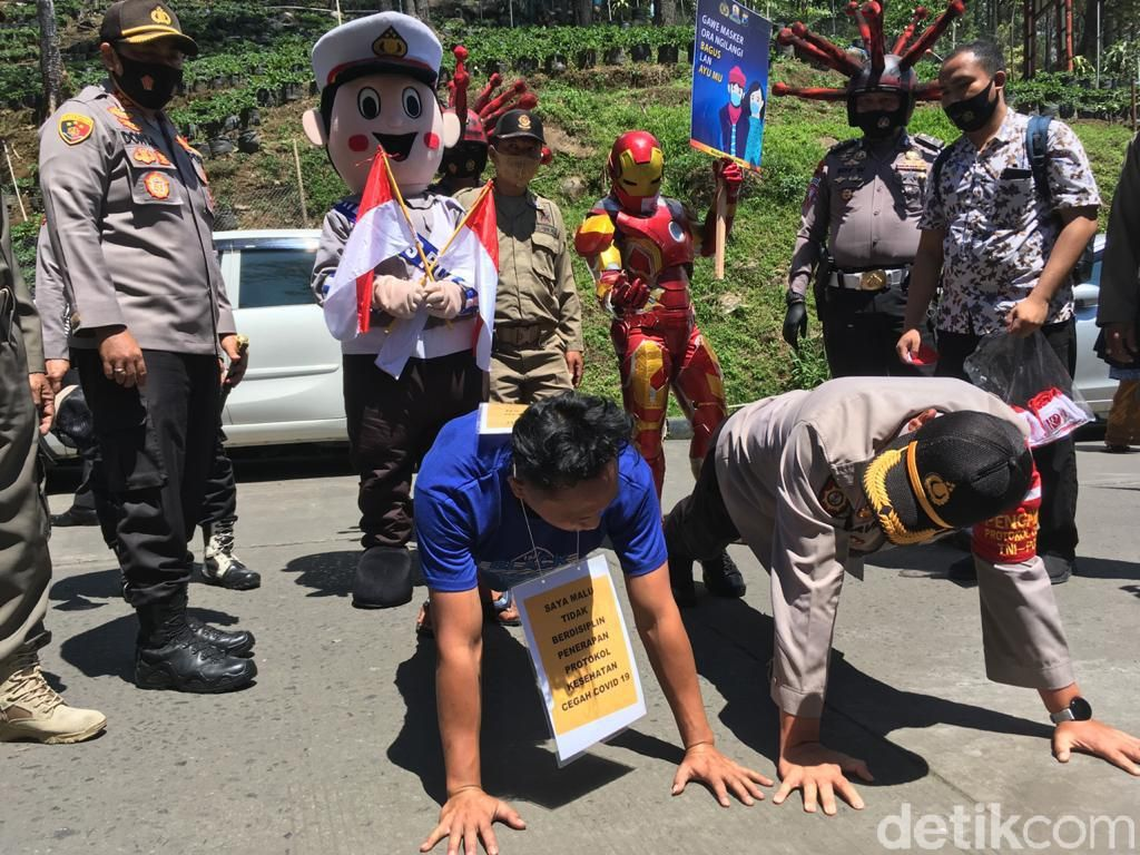 Aksi Petugas Gabungan Bikin Jera Wisatawan Tak Bermasker di Mojokerto