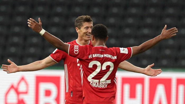BERLIN, GERMANY - JULY 04: Robert Lewandowski of Bayern celebrates after scoring his sides third goal with Serge Gnabry during the DFB Cup final match between Bayer 04 Leverkusen and FC Bayern Muenchen at Olympiastadion on July 4, 2020 in Berlin, Germany. (Photo by Michael Sohn/Pool via Getty Images)
