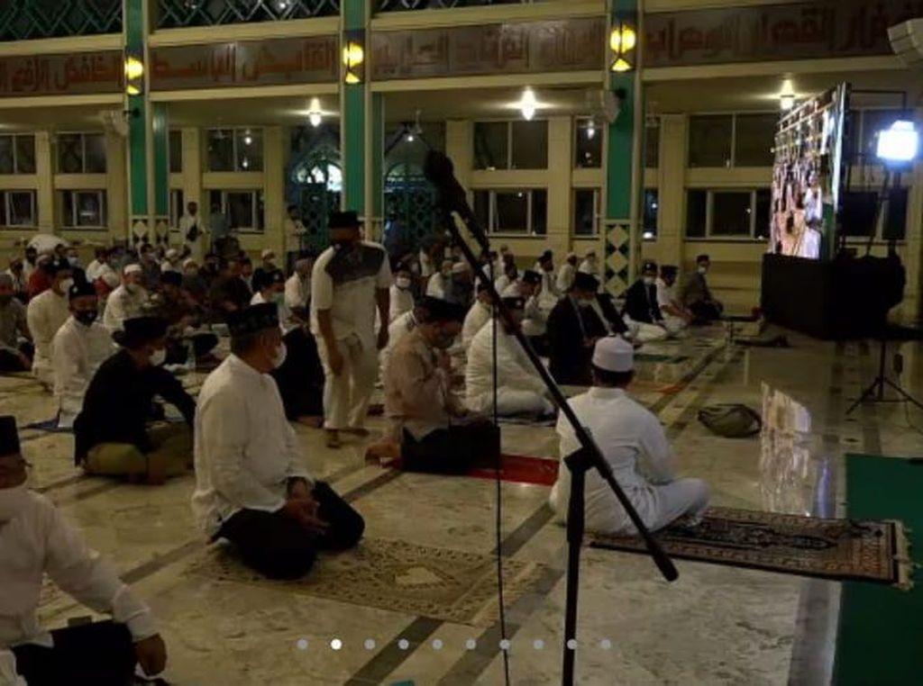 Sambut Tahun Baru Islam, Anies Salat Subuh Berjamaah di Masjid Pondok Indah