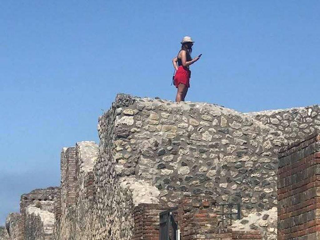 Italia Rindu Turis, tapi Bukan yang Nakal Seperti di Pompeii