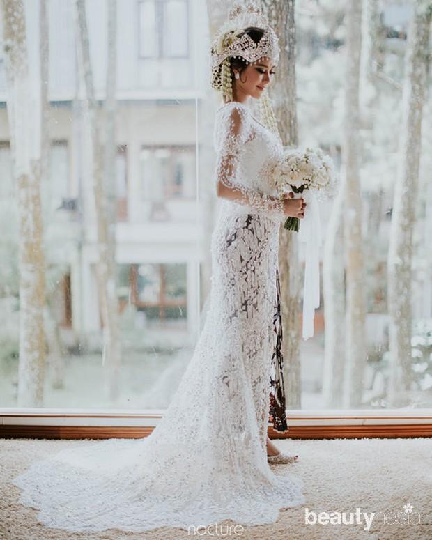 Syahnaz menikah dengan adat Sunda