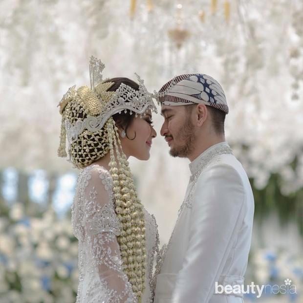 Pernikahan Syahnaz dengan Adat Sunda