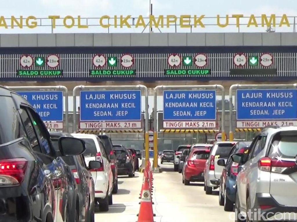 70 Ribu Kendaraan Tercatat Tinggalkan Jabodetabek via GT Cikampek