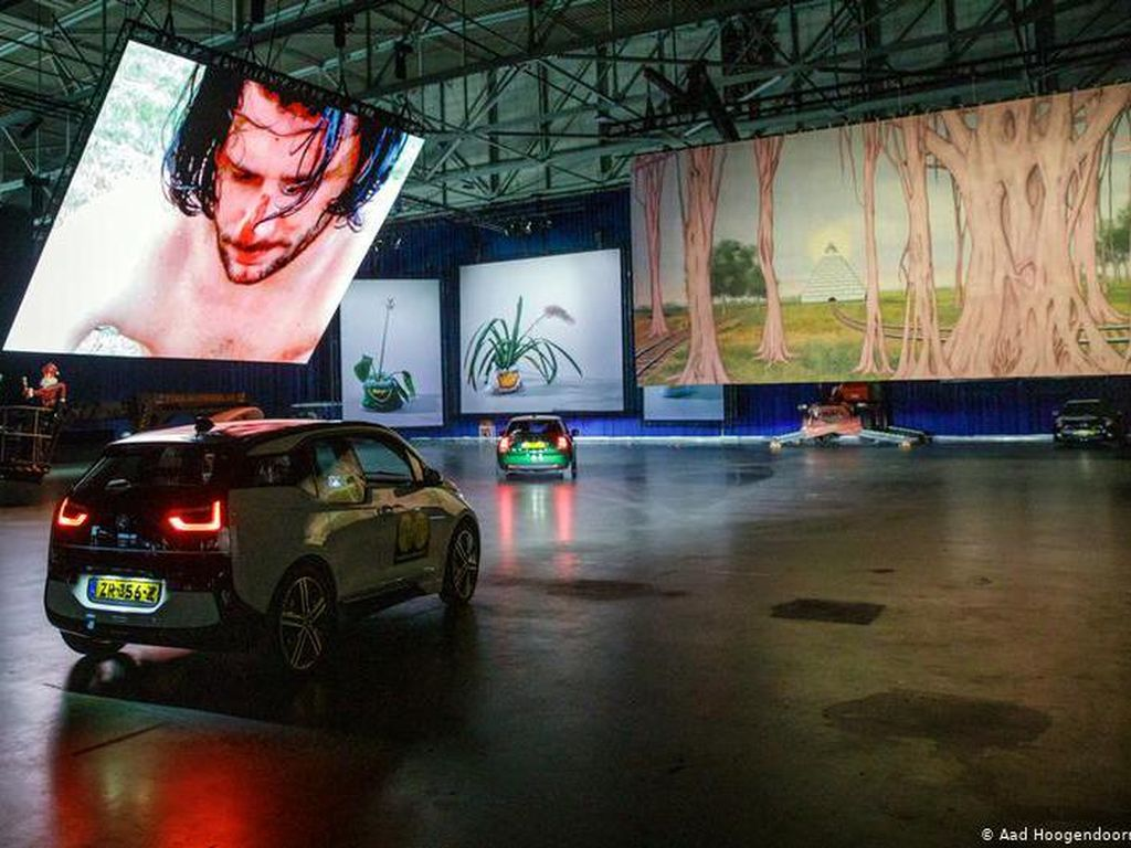Trend Baru dari Rotterdam: Berkunjung ke Museum Tanpa Keluar dari Mobil