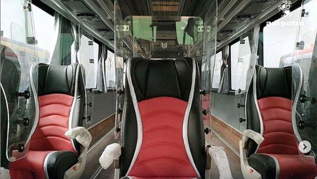 Bus New Normal yang Ada Penyekatnya