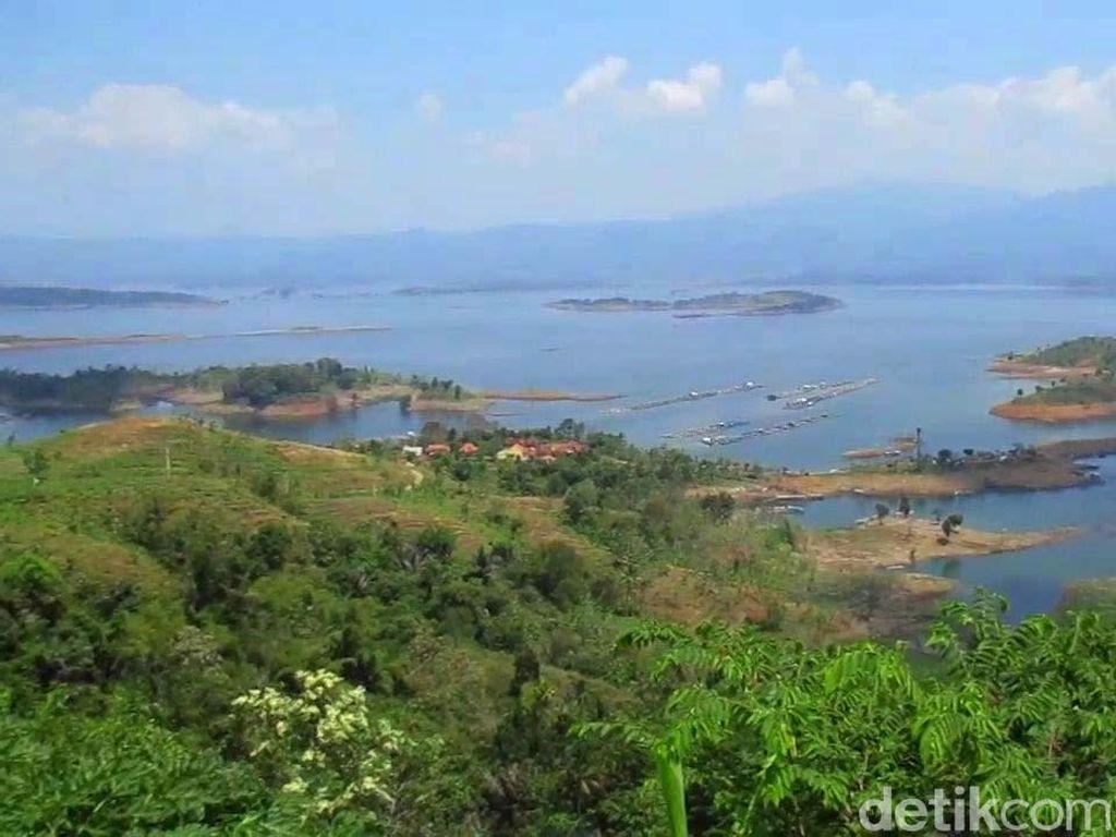 Menikmati Pesona Pulau Kecil di Waduk Jatigede
