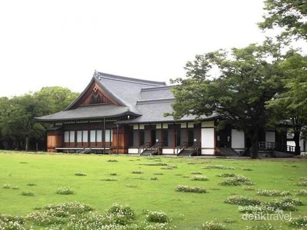 Ademnya Taman Istana Osaka