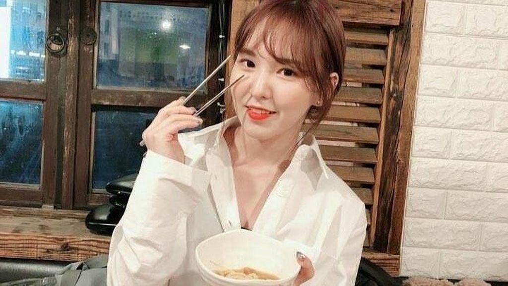 10 Momen Kuliner Wendy Red Velvet yang Jago Bikin Kue