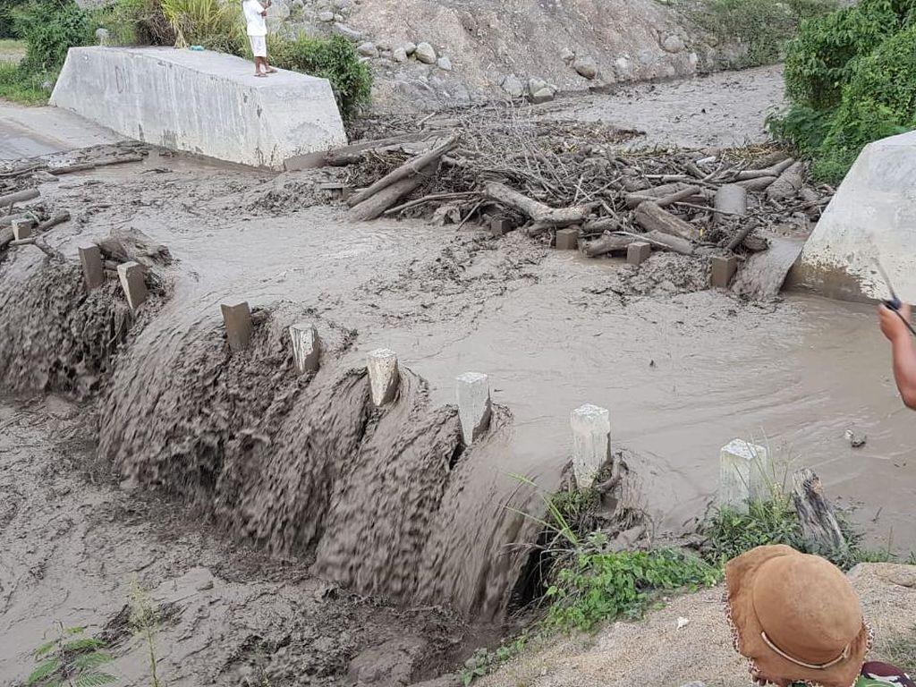 Banjir Lahar Dingin Terjadi di Sinabung, Jalur Transportasi Sempat Putus