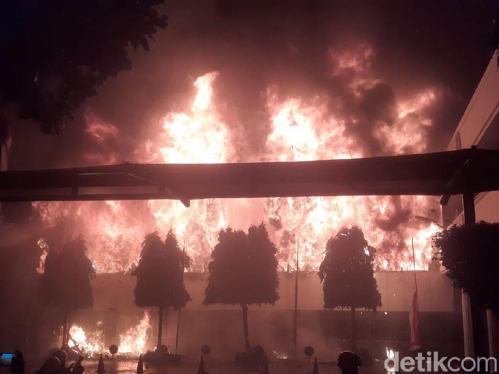 Kebakaran Gedung Kejaksaan Agung Jadi Perbincangan Netizen Twitter