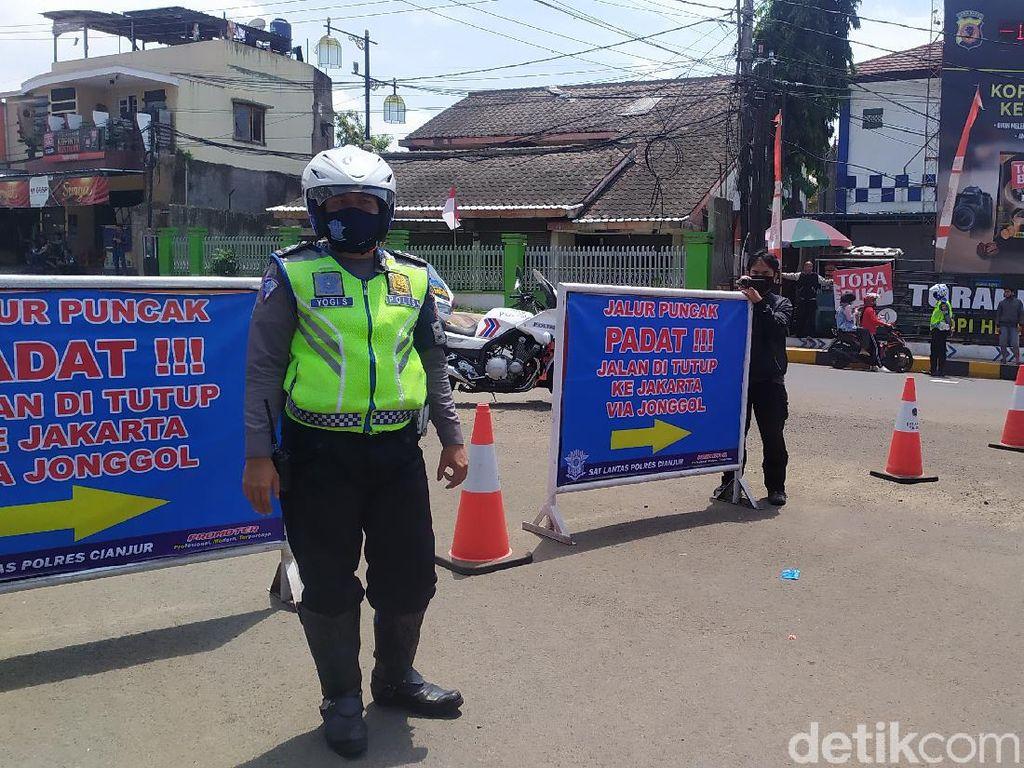 Jalur Puncak Padat, Akses dari Cianjur-Puncak Ditutup Mulai Sabtu Siang