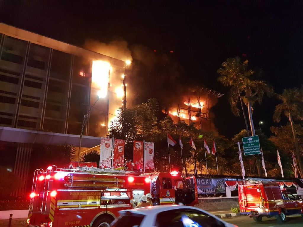 Kebakaran Gedung Kejaksaan Agung, Tahanan Dievakuasi