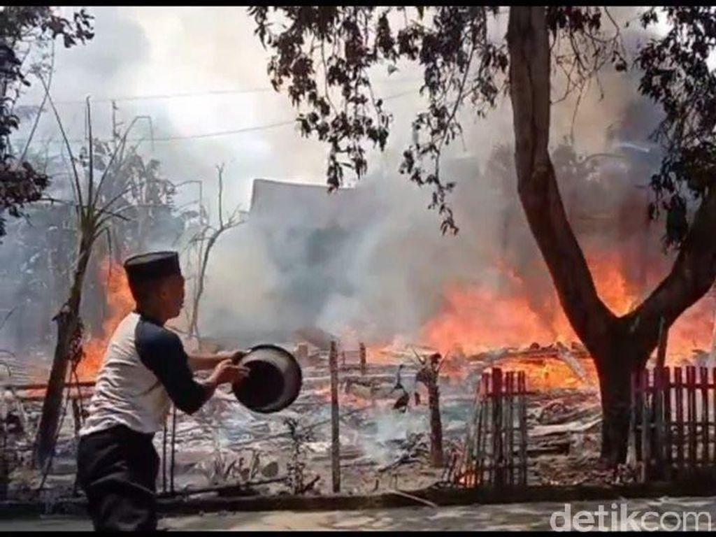 Kebakaran Hanguskan Rumah dan Barang Antik Warga di Polman