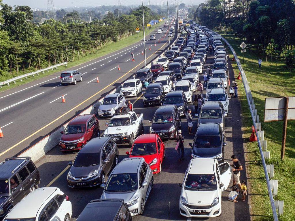 Jokowi Minta Ada Pengurangan Hari Libur Akhir Tahun