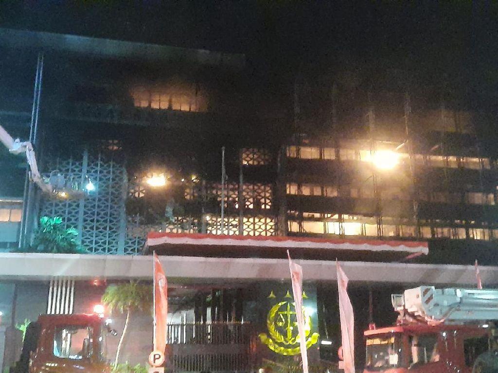 Kebakaran Gedung Kejagung Semakin Membesar, 50 Unit Damkar Dikerahkan