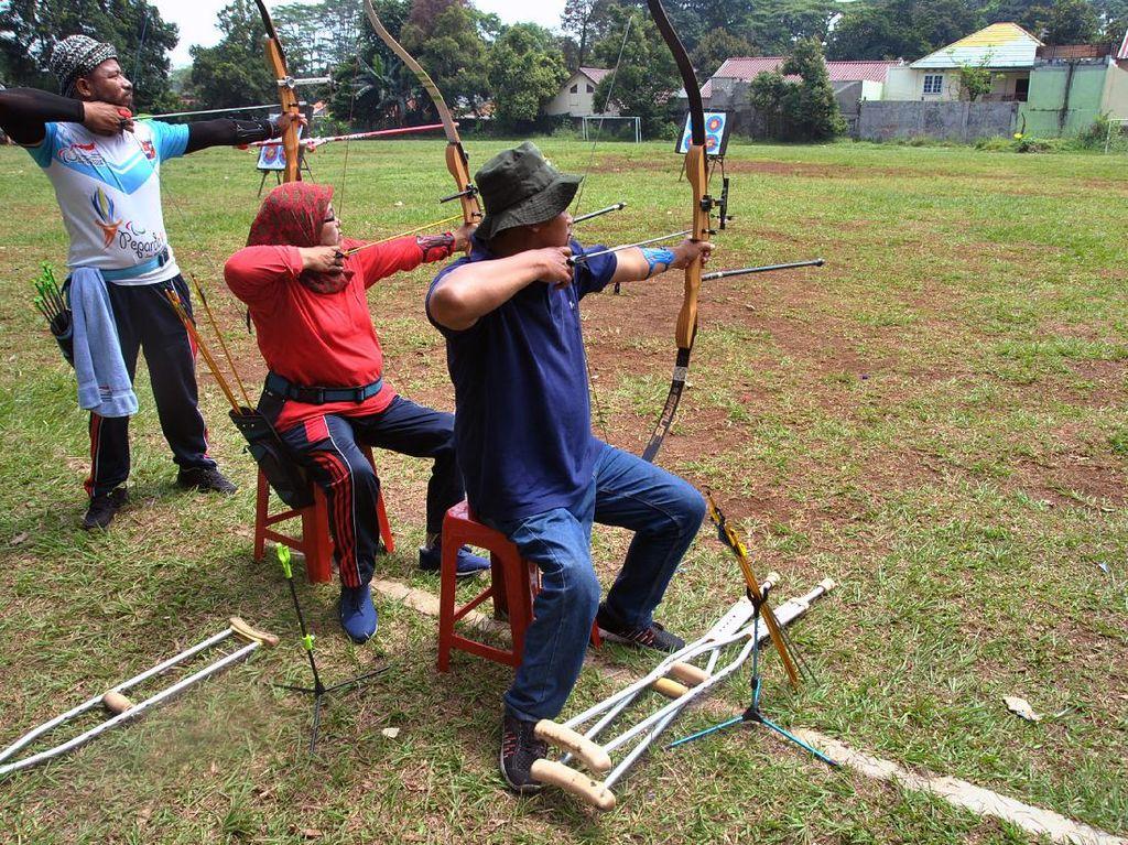 Melihat Atlet Panahan Disabilitas Kota Bogor Berlatih