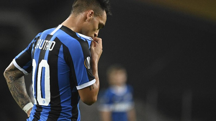 Inter Milans Lautaro Martinez reacts during the Europa League final soccer match between Sevilla and Inter Milan in Cologne, Germany, Friday, Aug. 21, 2020. (Ina Fassbender/Pool via AP)