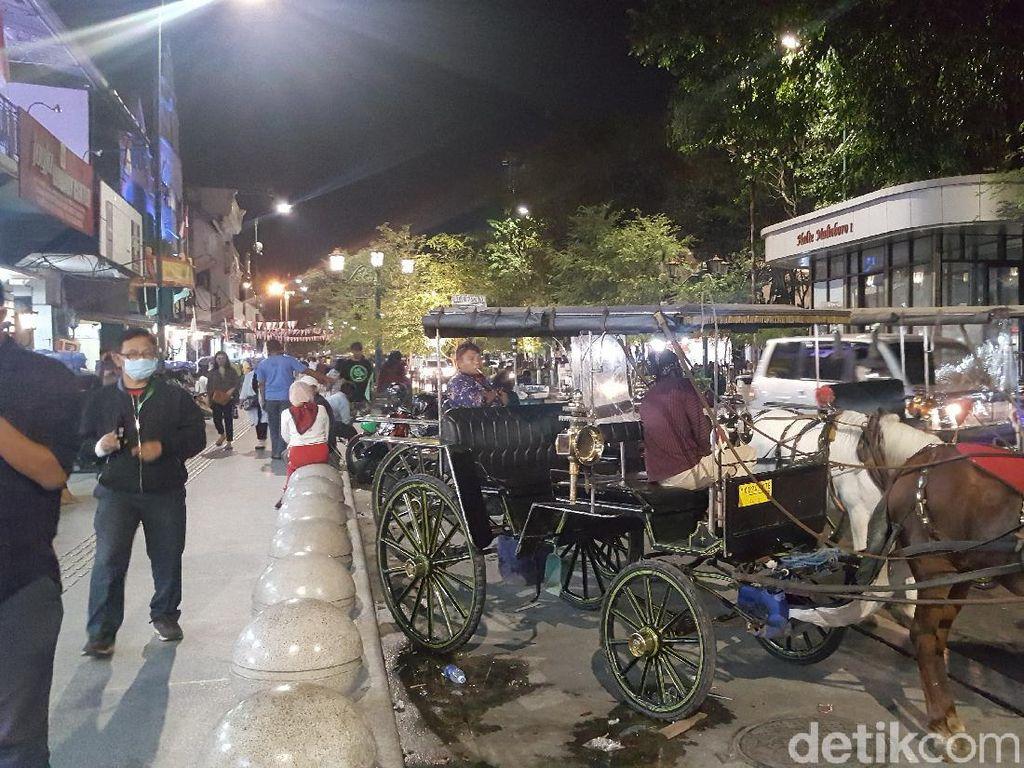 Suasana Jalan-jalan Malam di Malioboro di Era New Normal