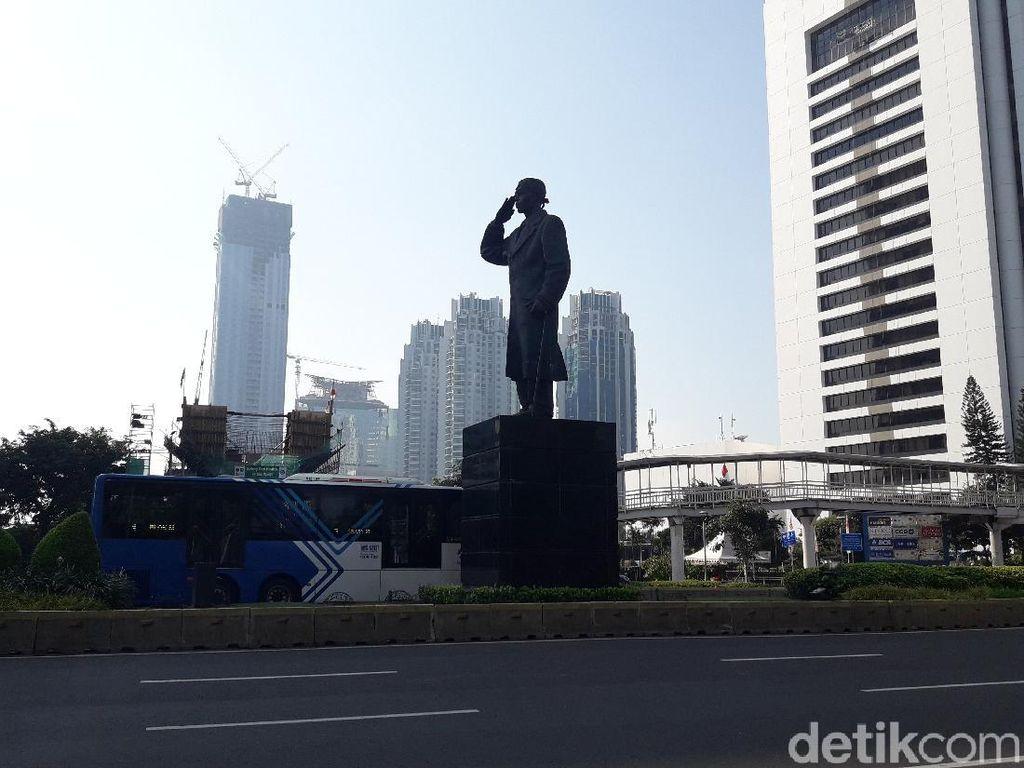 Saat Anies-Dewan Kompak Tolak Masker Dipasangkan di Patung Jenderal Sudirman