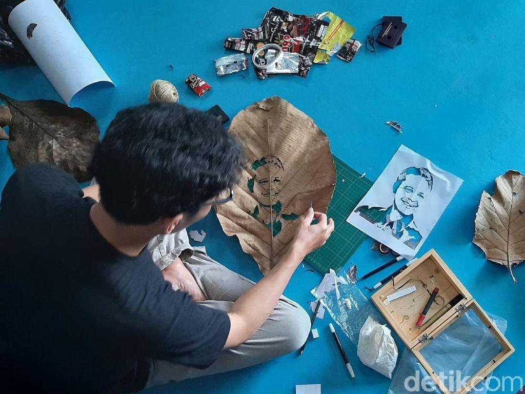 Inspiratif! Pemuda Banyumas Bikin Sketsa Wajah Tokoh Nasional dari Sampah